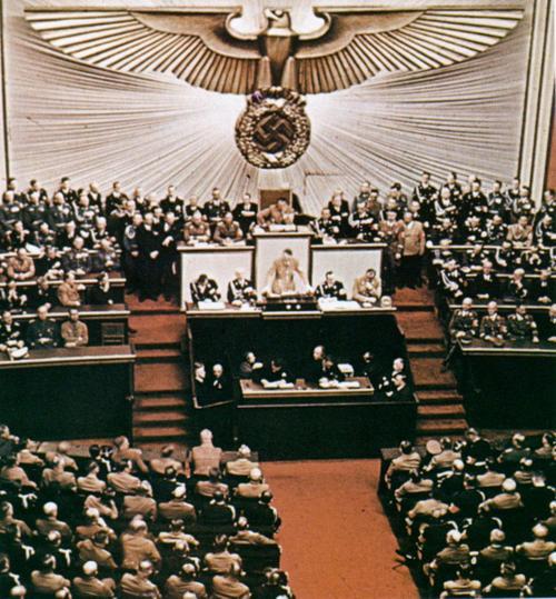 Hitler_reichstag